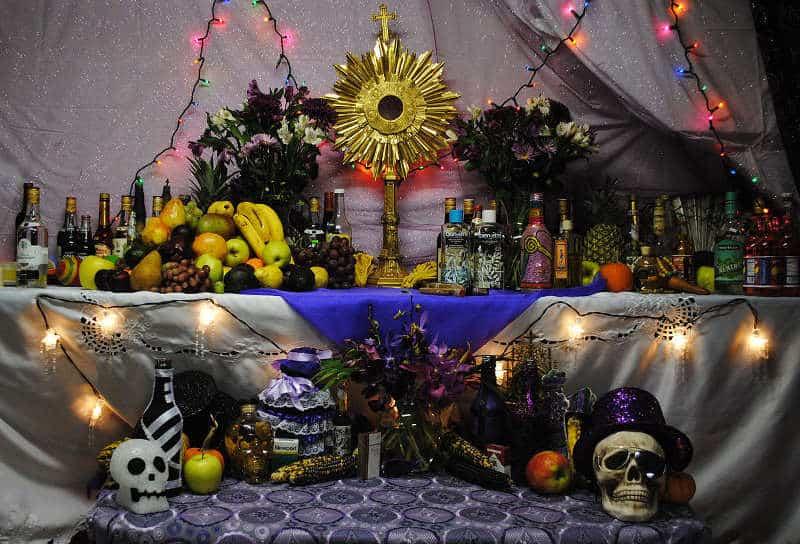 połączenie voodoo z chrześcijaństwem - ołtarz