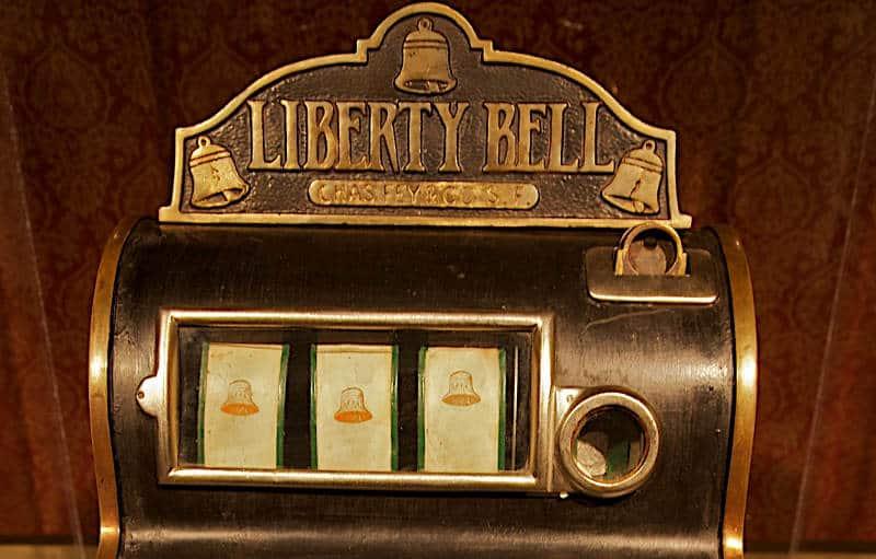 pierwszy jednoręki bandyta - libery bell