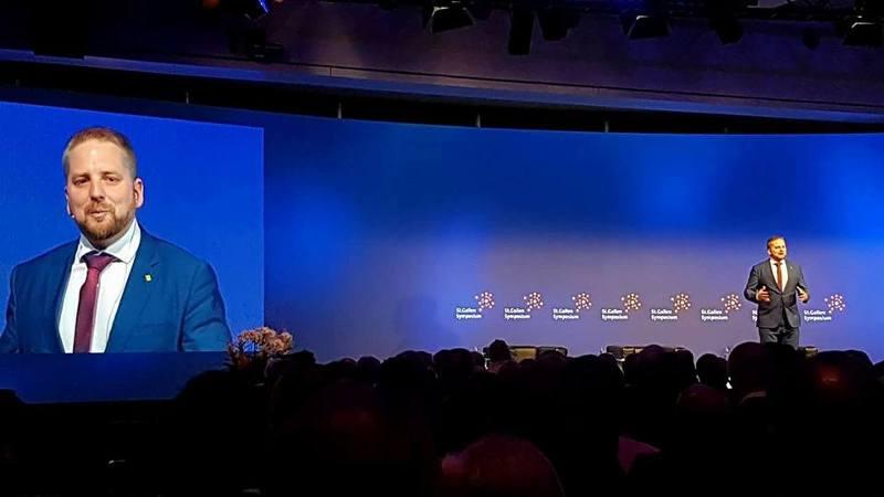 Vít Jedlička podczas konferencji w Szwajcarii.