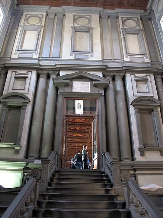 style architektoniczne: manieryzm. Westybul biblioteki laurenziana
