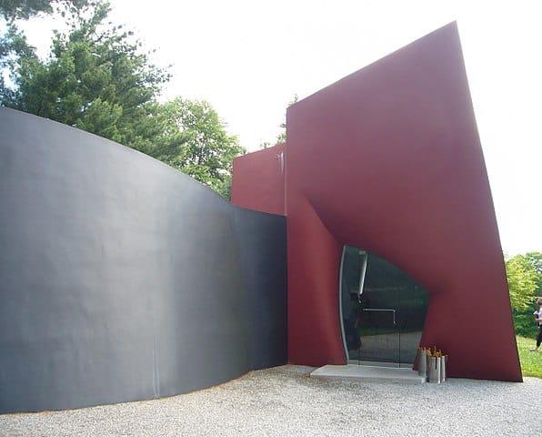 style architektoniczne: postmodernizm