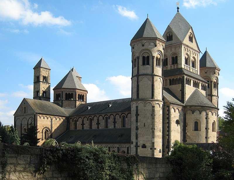 Romańskie Opactwo Maria Laach w Niemczech