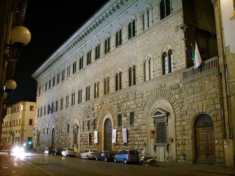 Fasada pałacu Medyceuszy, widoczne boiowanie