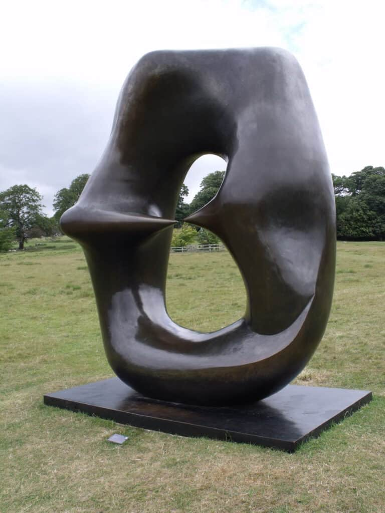 Oval with Points, Henry Moore