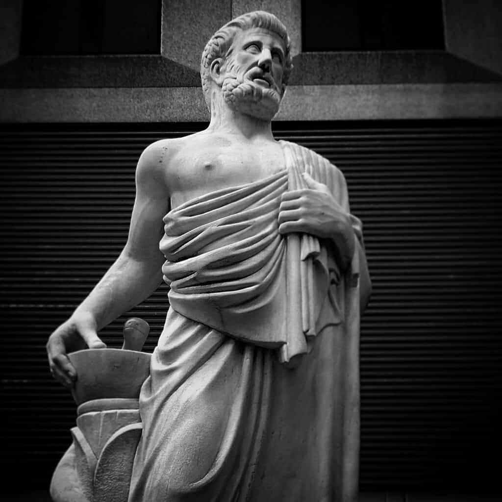 rzeźba Hipokratesa, ojca medycyny i anatomii człowieka