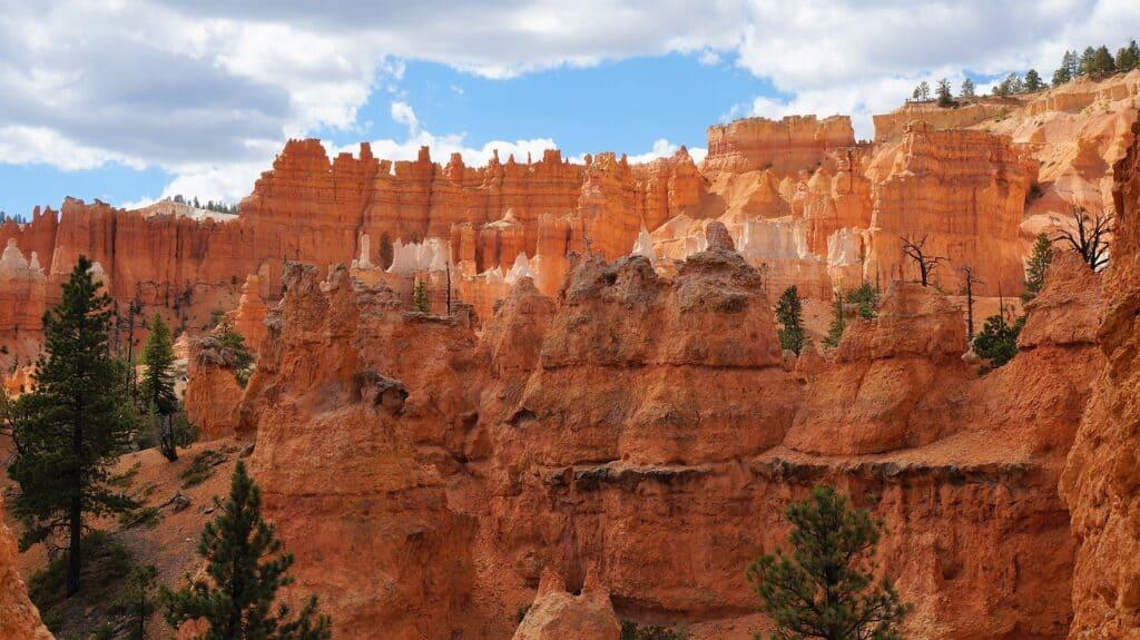 Piaskowce w kanionie w Utah